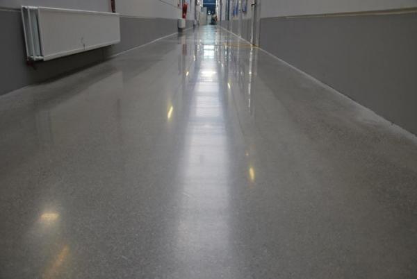 procotech couloir industriel en beton poli enlevement epoxy et sol d 39 entrepot en beton poli. Black Bedroom Furniture Sets. Home Design Ideas